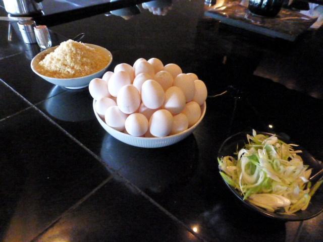 生卵、揚げ玉、ネギは、使い放題!