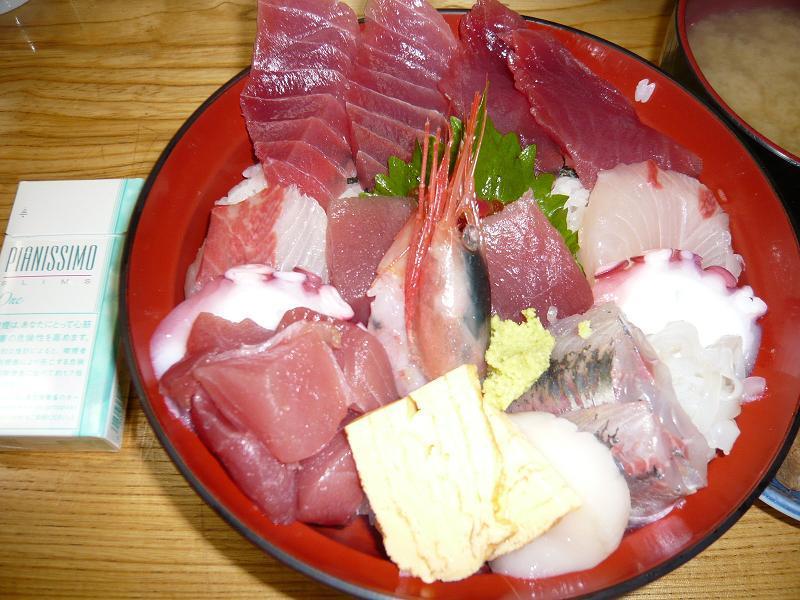 見るからに旨そうな、「魚河岸」の海鮮丼