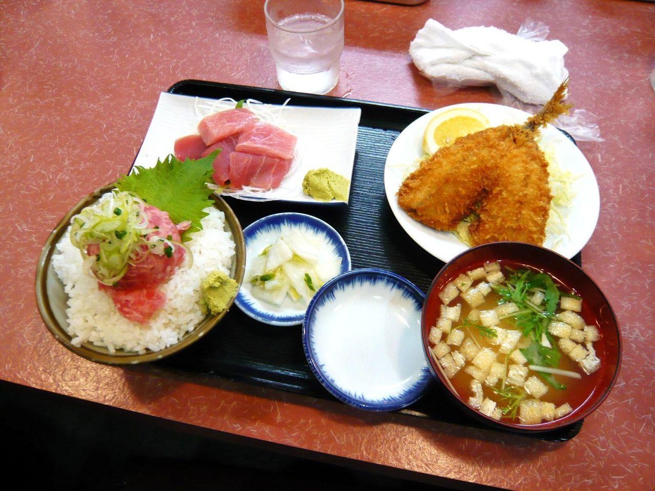 C定食(アジフライ、生マグロぶつ)1,000円