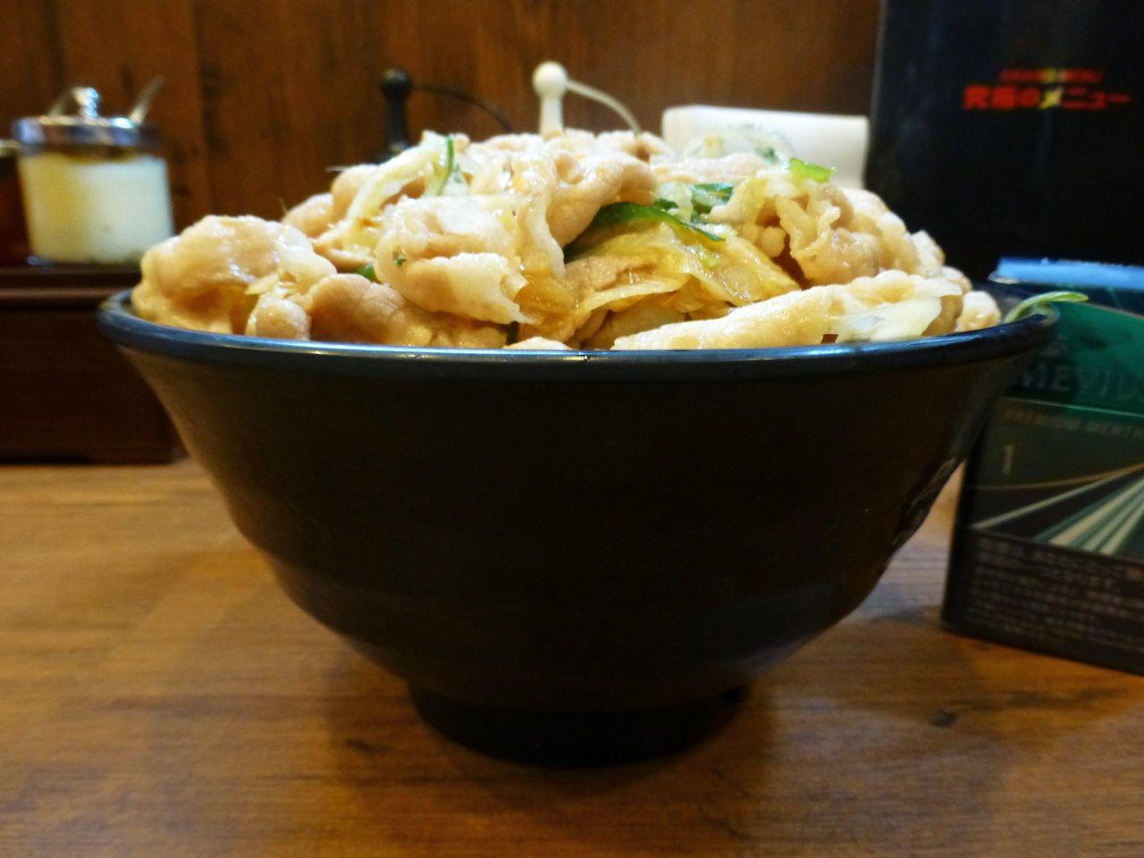 生姜丼(肉飯増し)にしても、重さは1キロまでありません!
