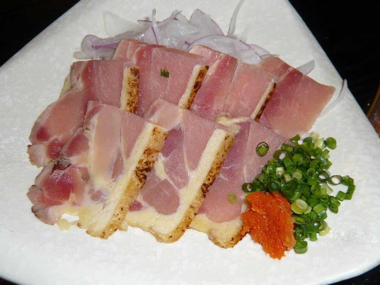 生ハムのような味わい!・・・地鶏のタタキ700円