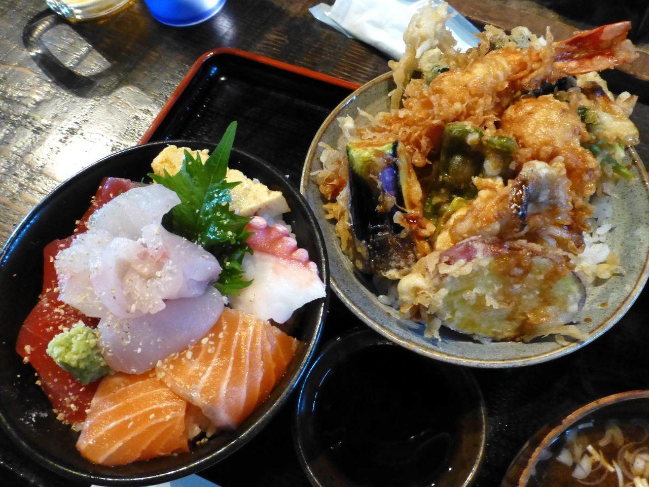 高半の海鮮丼(小)と天丼(小)のセット1,400円
