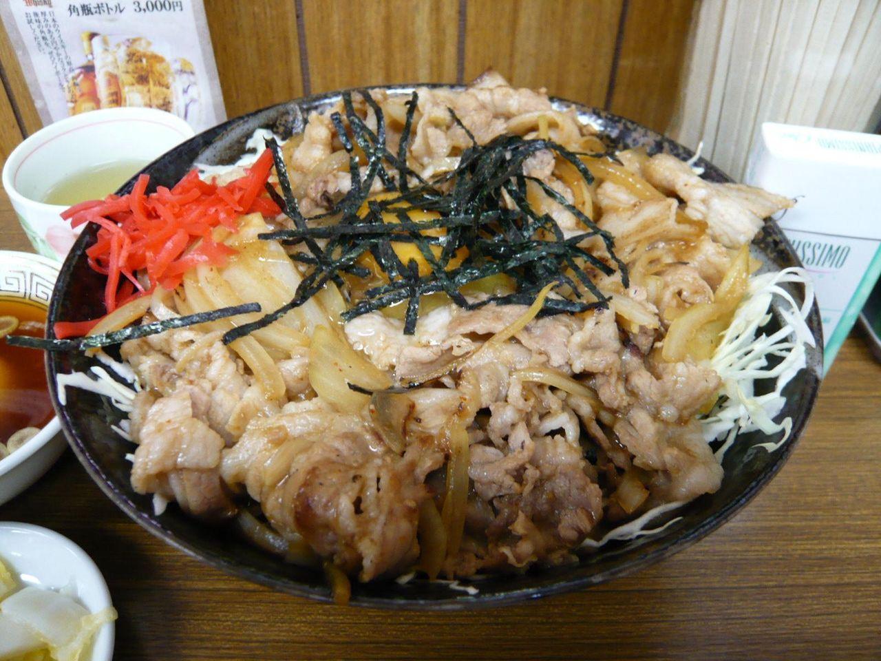 焼肉丼大盛750円は、ボリューム満点で、とても旨そう!