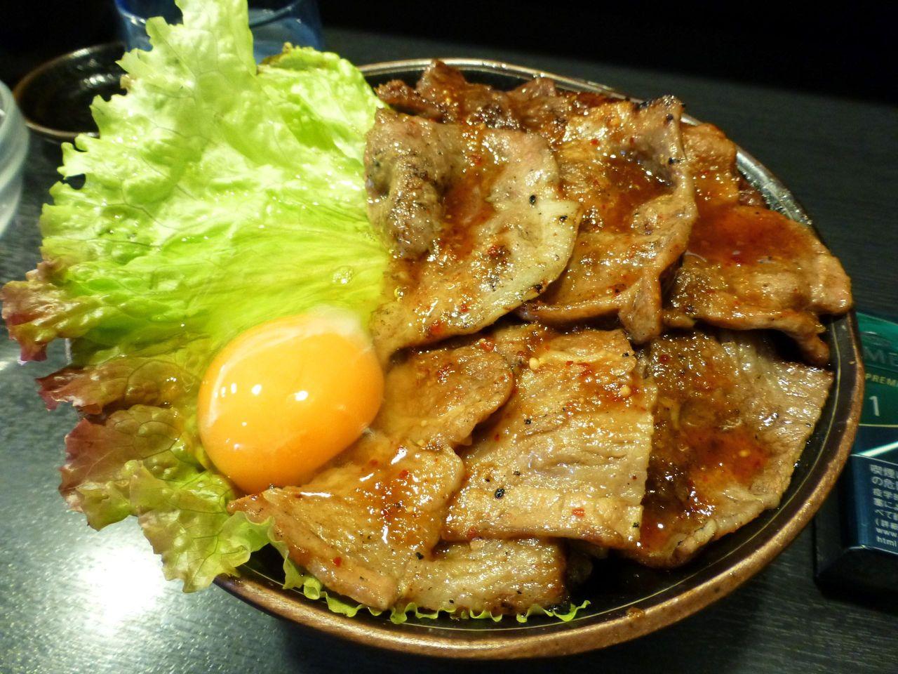 秋葉原の「たどん」で、スペシャル丼(特盛)生たまご1,020円