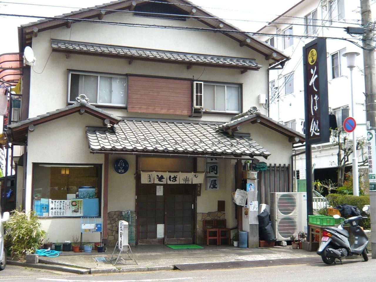 普通の蕎麦屋に見えますが、とんでもないデカ盛り店です!