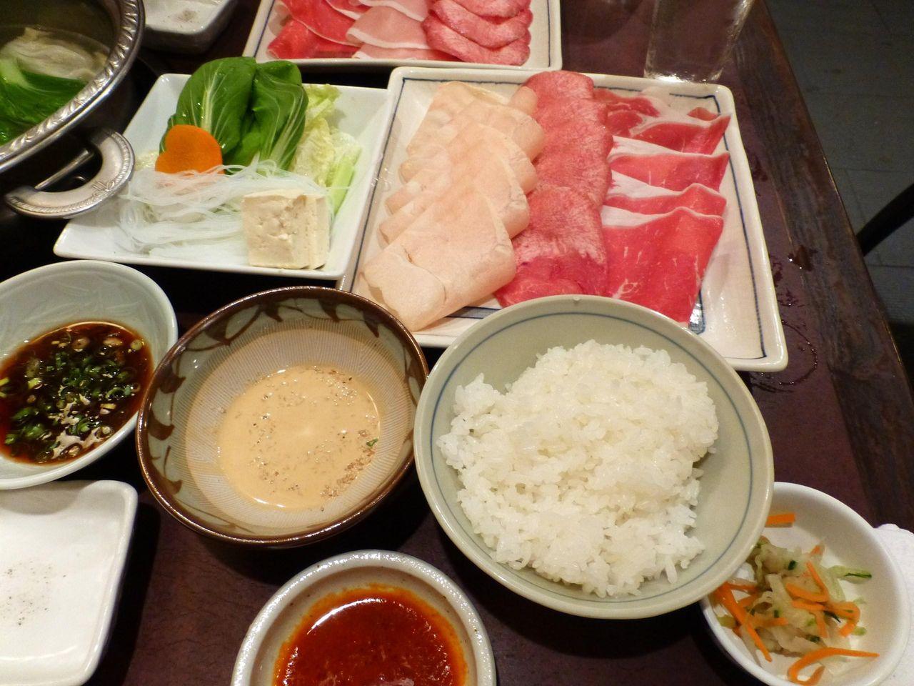 6種類の肉から3種類を選べます!三種盛合せセット1,150円