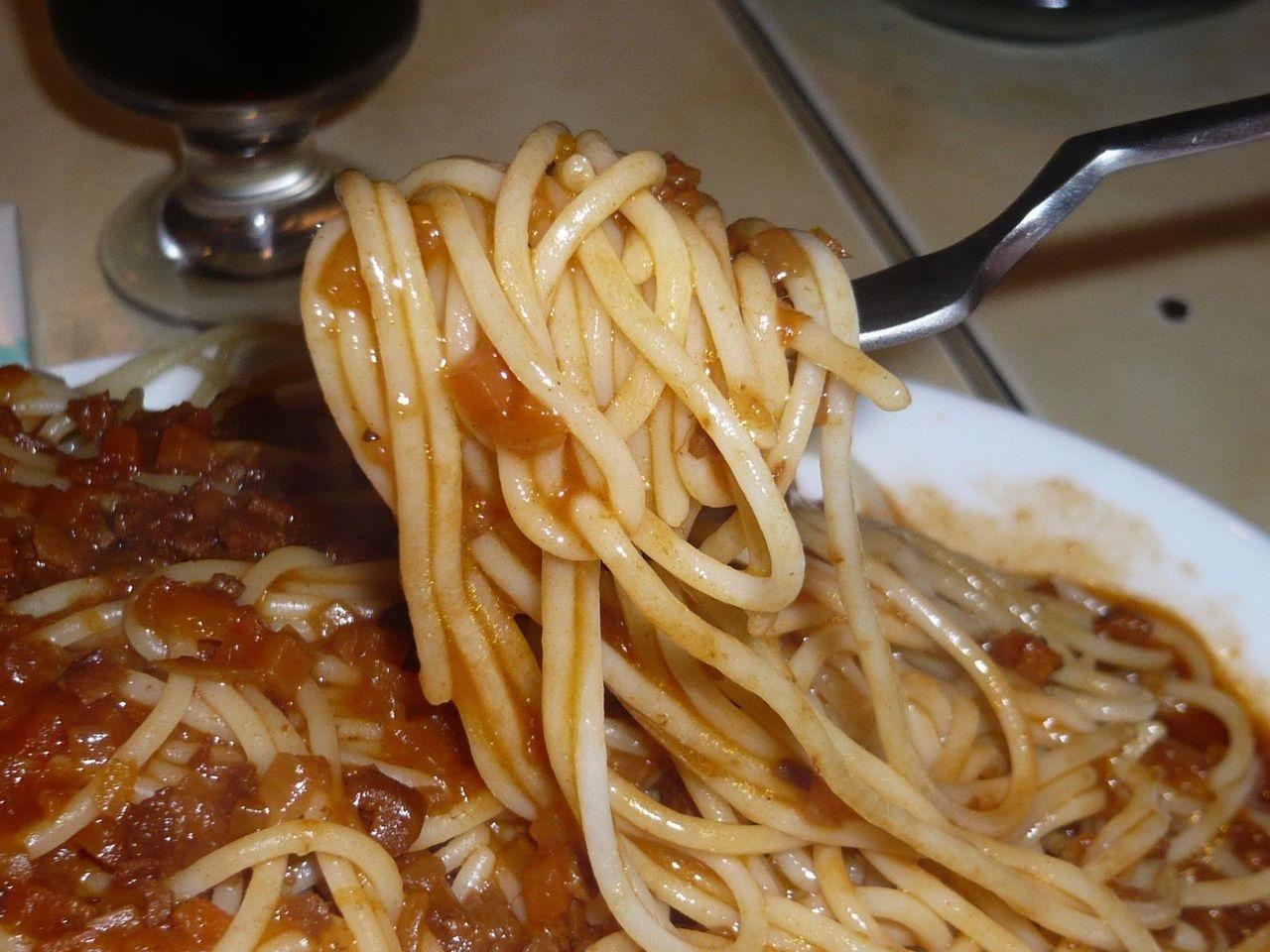 細めのパスタに懐かしい味わいのミートソースがタップリ!