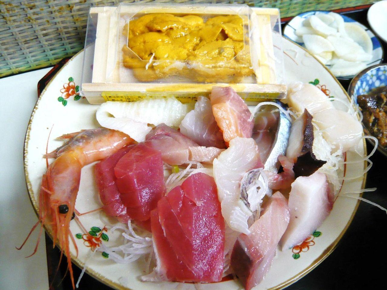 刺身とウニ1箱で、ムチャクチャ豪華な定食ですが・・・