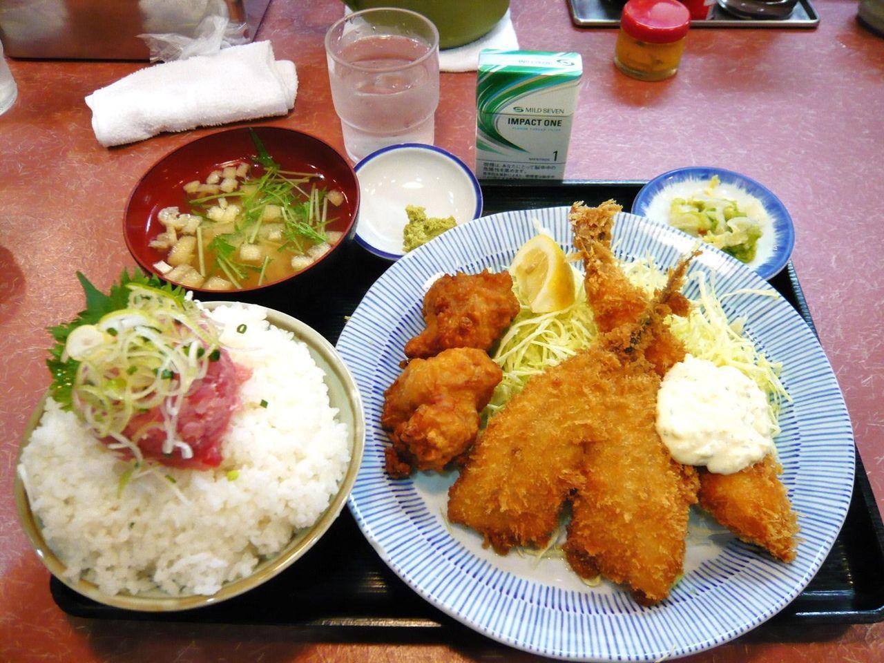 日替りランチ(大海老フライ、アジフライ、唐揚げ)900円