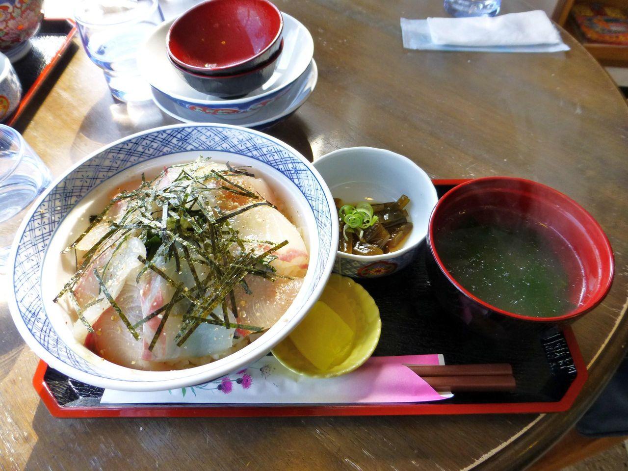 鯛とハマチのタレ漬け丼1,300円