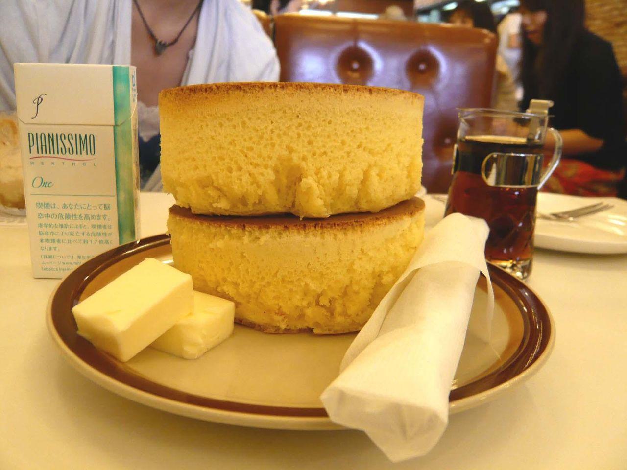 ホットケーキの高さは、9センチ!立体的な盛り付けです!