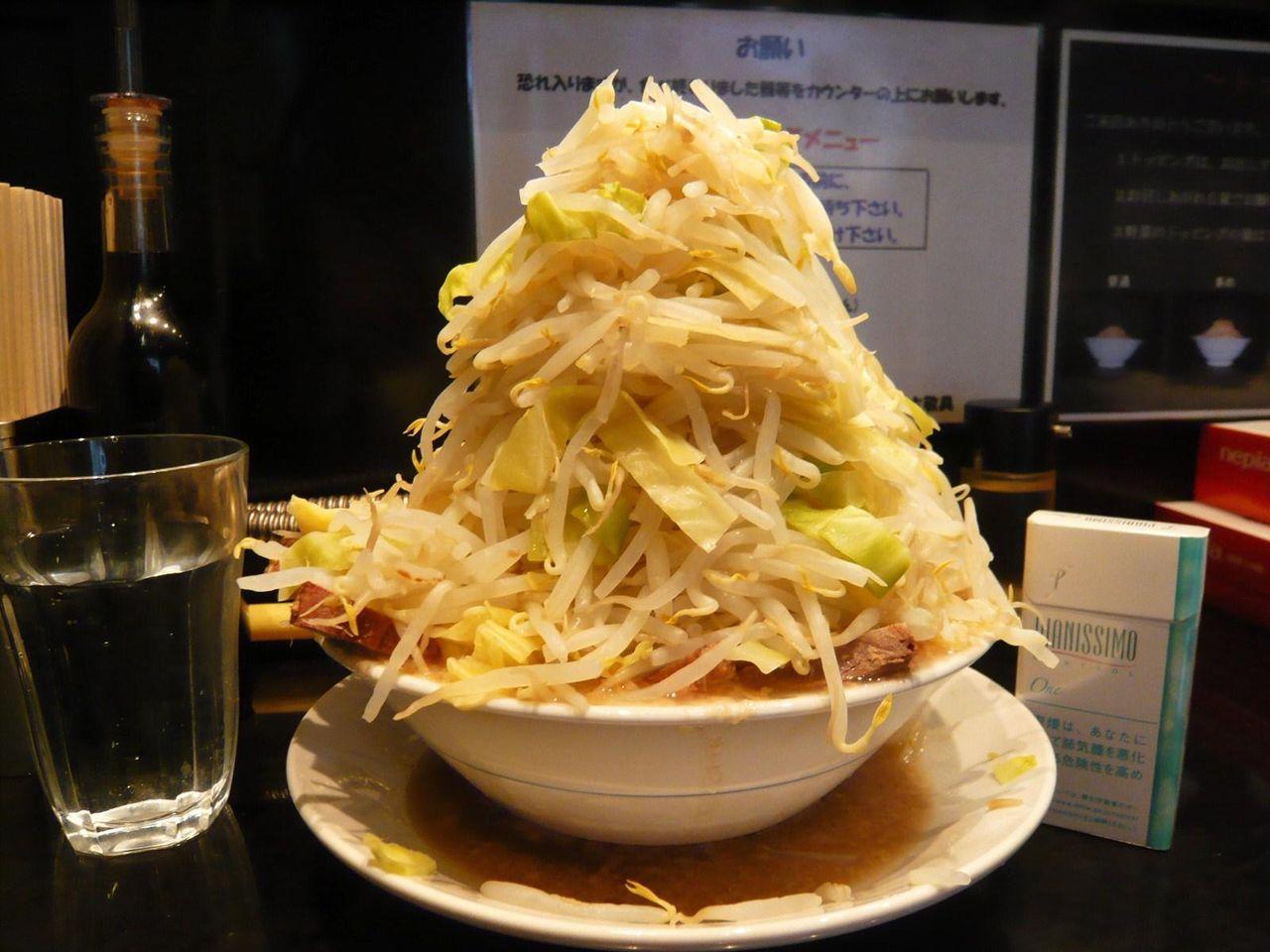 五反田の超高層野菜タワーラーメン!