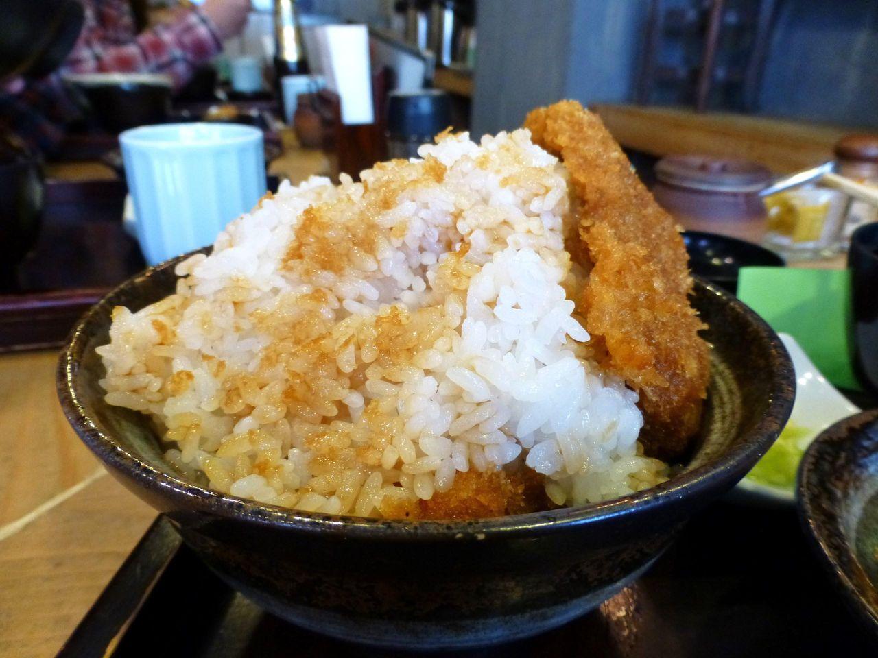 特盛(160円増し)は、丼にご飯が山盛りです!
