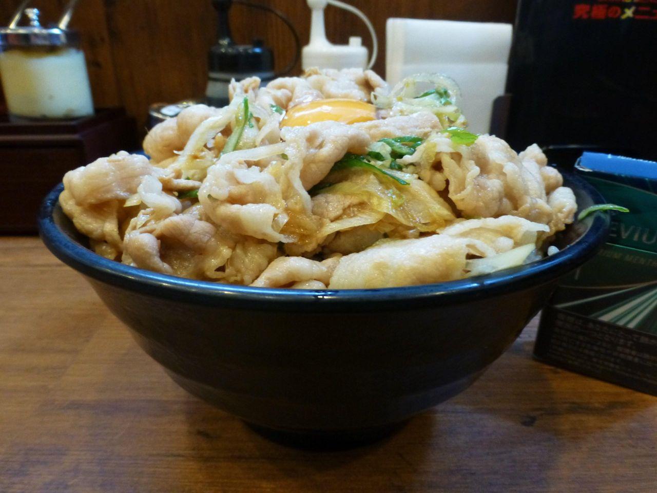 秋葉原の「伝説のすた丼屋」で、デカ盛り生姜丼!
