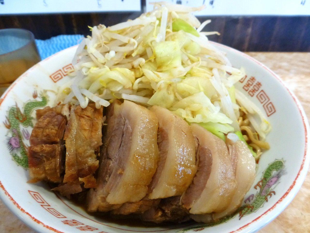 ぶ厚い肉が6枚のって、食べ応えがあります!
