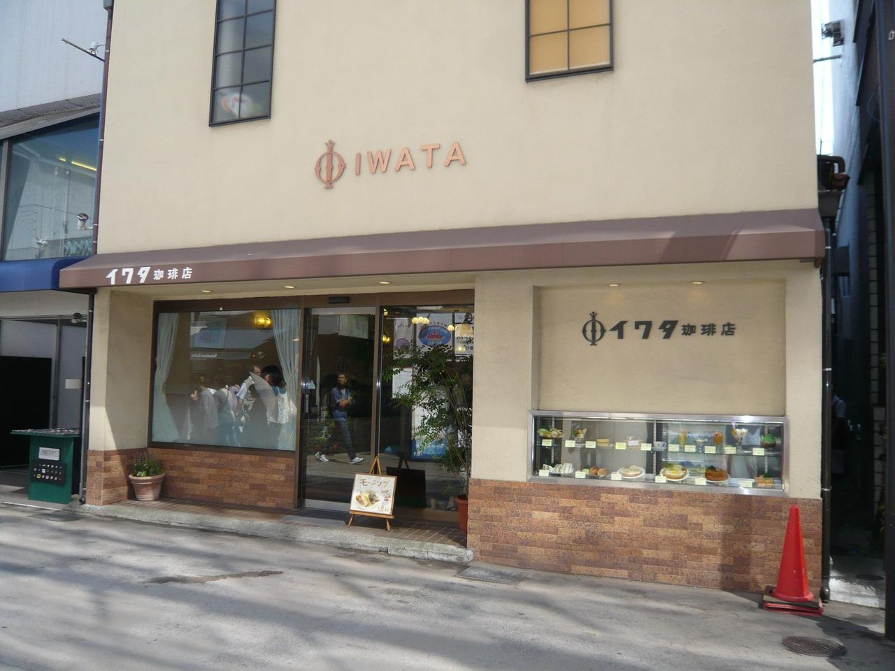 鎌倉名物の超高層ホットケーキを食べられるイワタコーヒー店