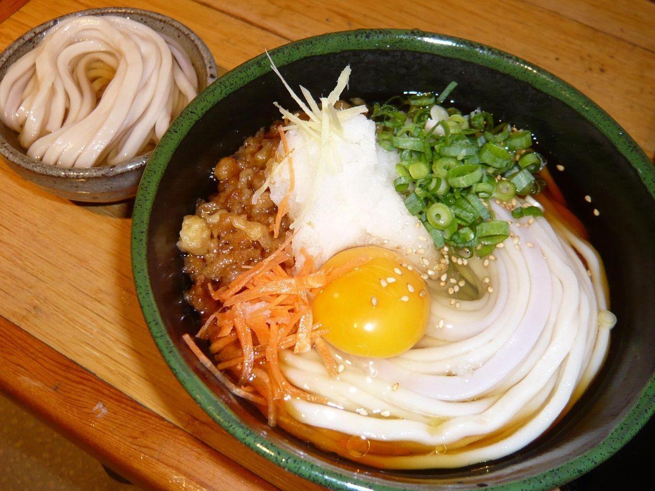 ぶっかけおろし生卵700円、ひやひや(サービス)