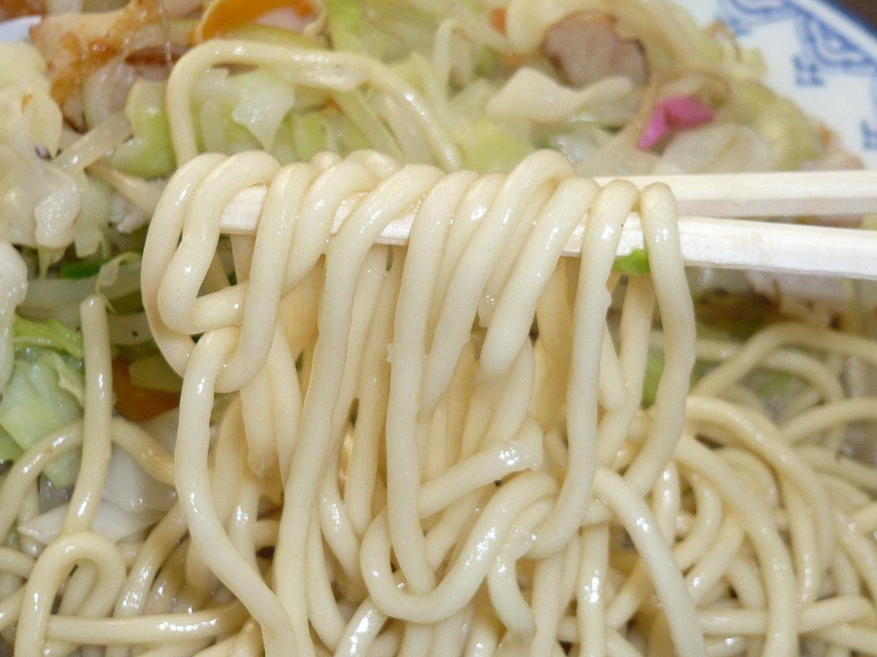 チャンポン麺が肉と野菜の旨味と豚骨スープを吸収して、これがまた旨い!