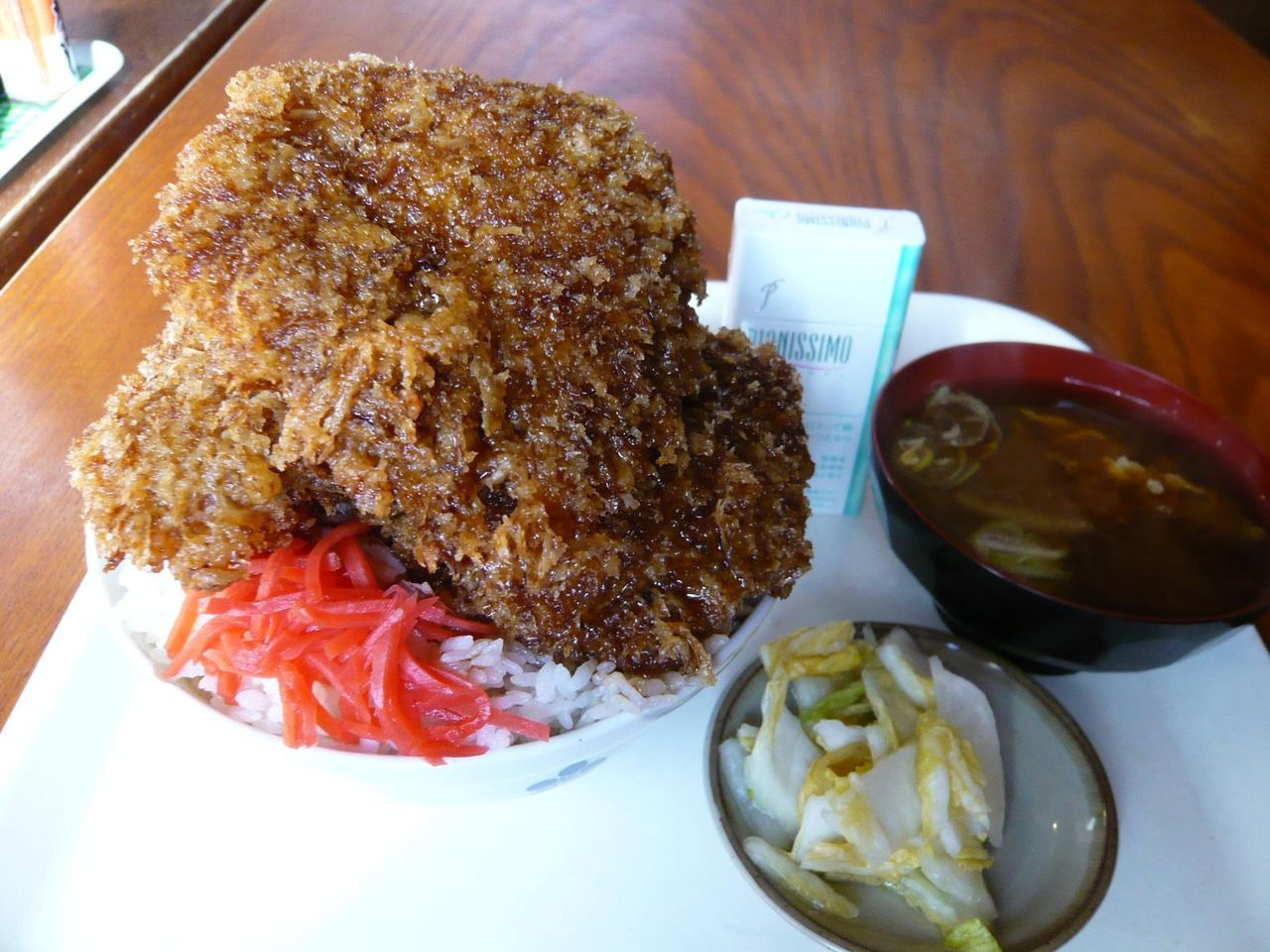 「アライ」のソースカツ丼大盛750円