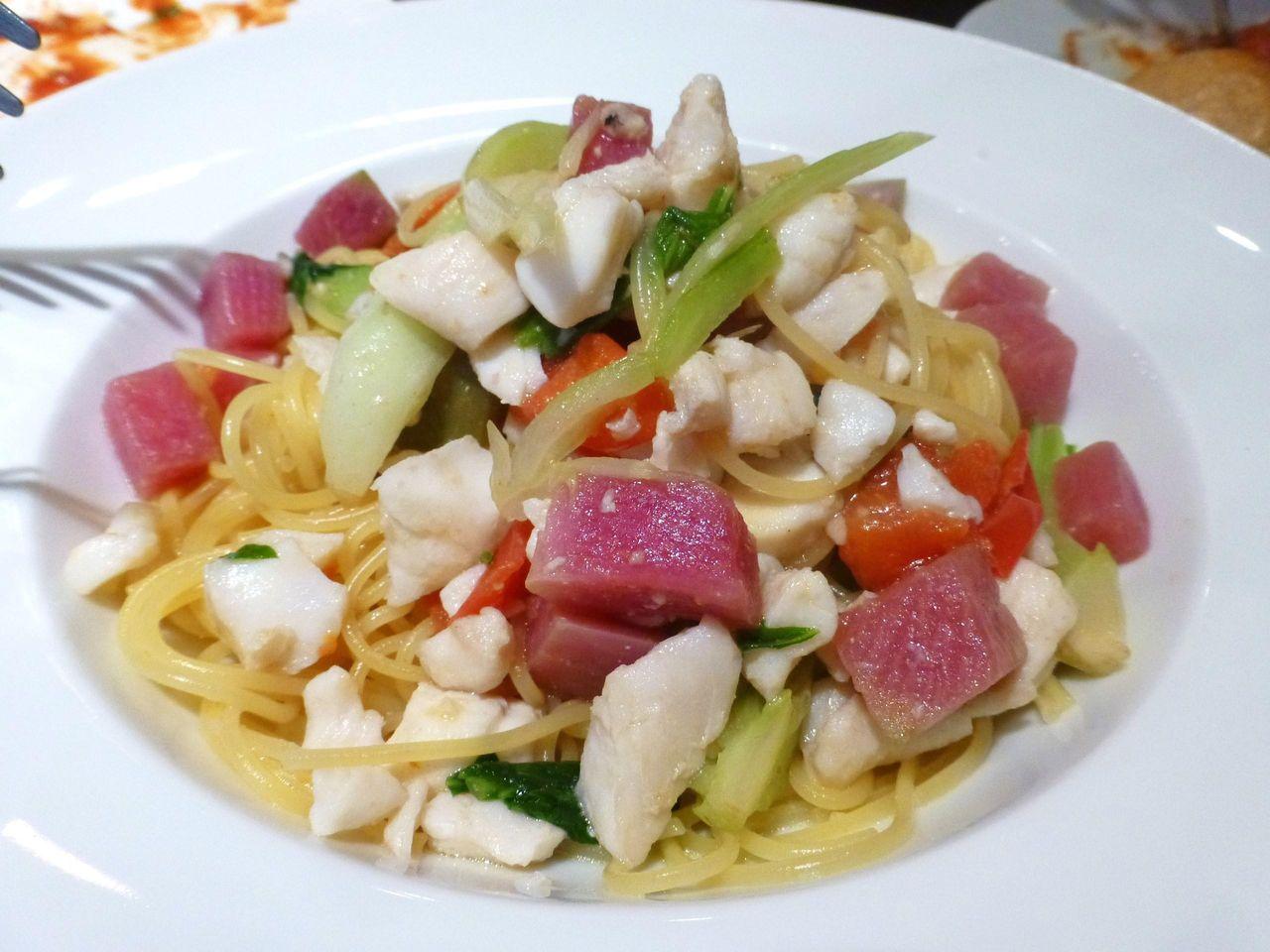 白身魚のペペロンチーノは、具材も豊富で上品な味わい!