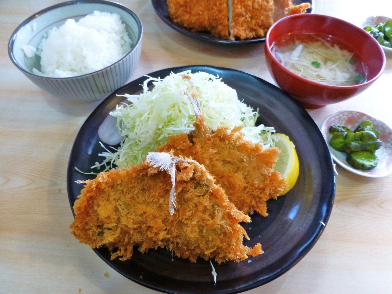 あじフライ定食(ライス、味噌汁のおかわり無料)750円