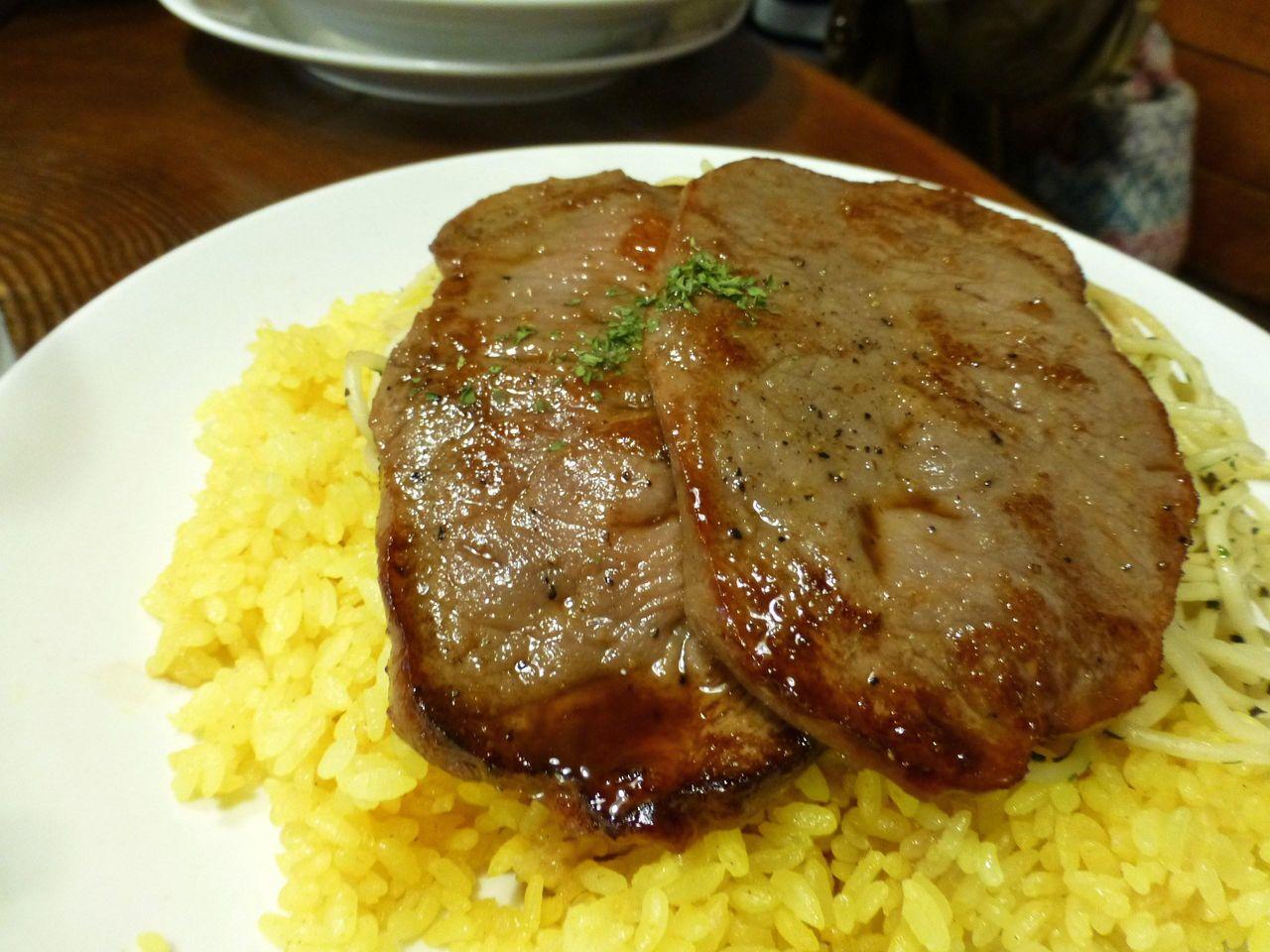 牛ステーキは、フックラやわらかく、とても美味しい!