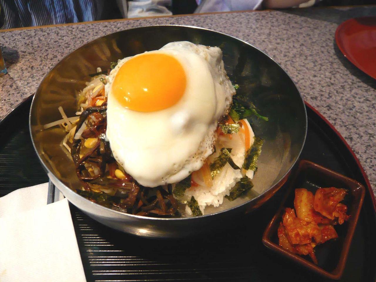 特製ビビンバ600円は、野菜もタップリ補給できます!