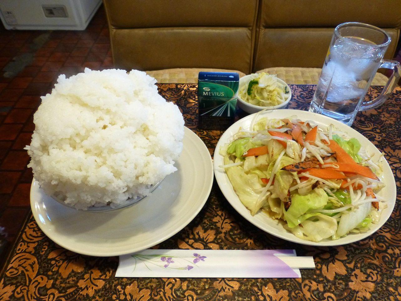 これが小盛ですか???野菜炒め定食(小盛)700円!