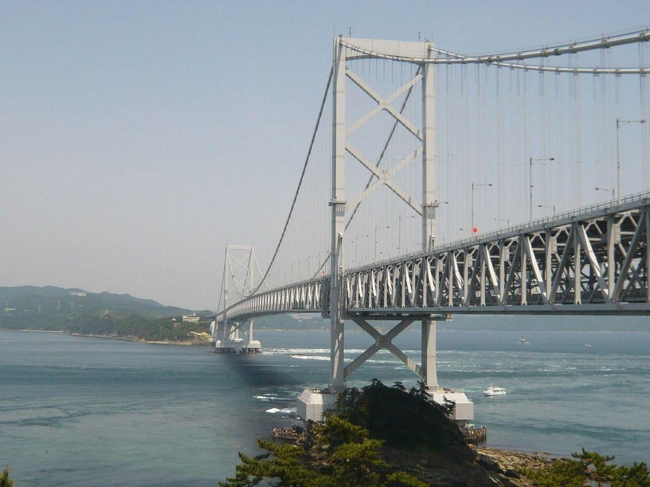 窓から見える大鳴門橋と鳴門海峡は、まさに絶景です!