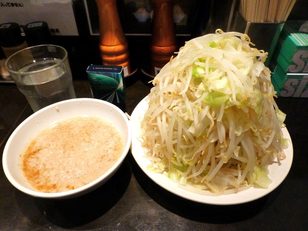 らーめん大、つけめん(野菜マシマシ、脂)750円