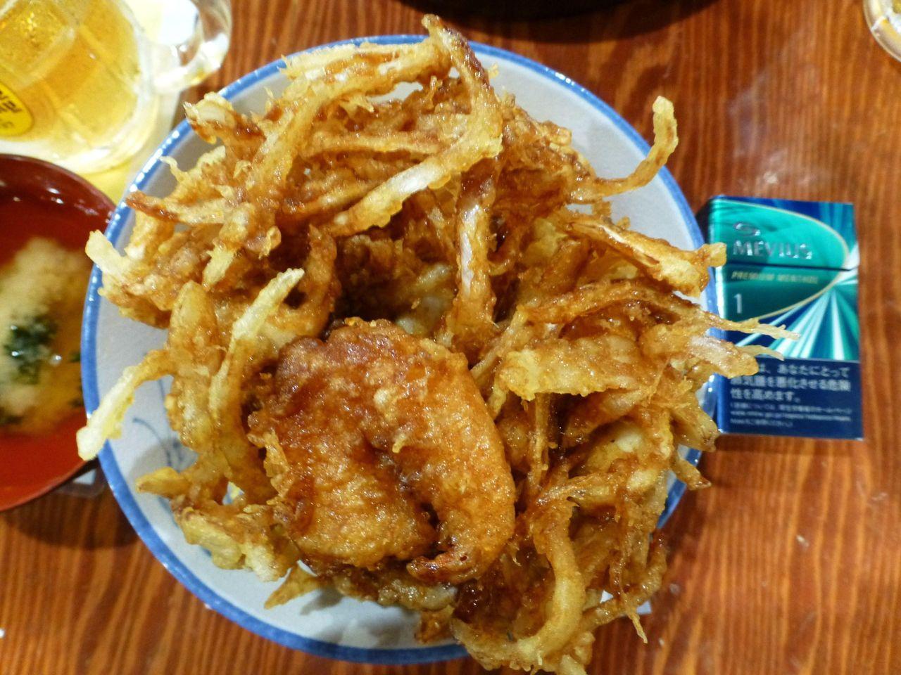 大漁かき揚げ丼は、直径17センチの丼を使用!