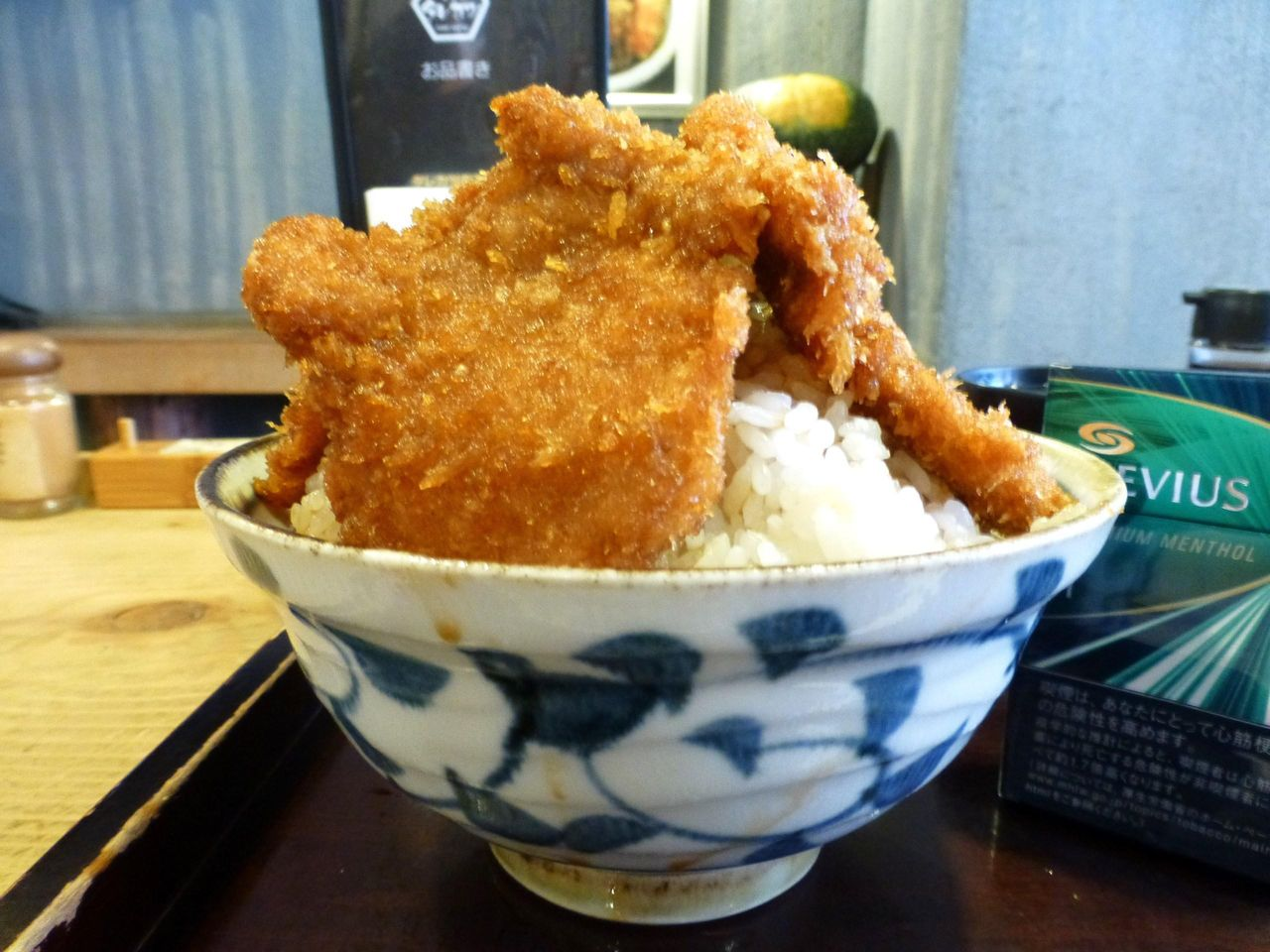 神保町の超高層ヒレカツタワー丼!