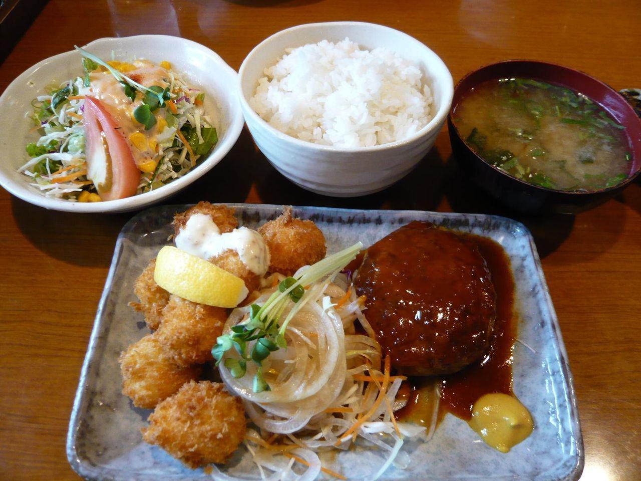 ハンバーグとホタテフライ1,030円