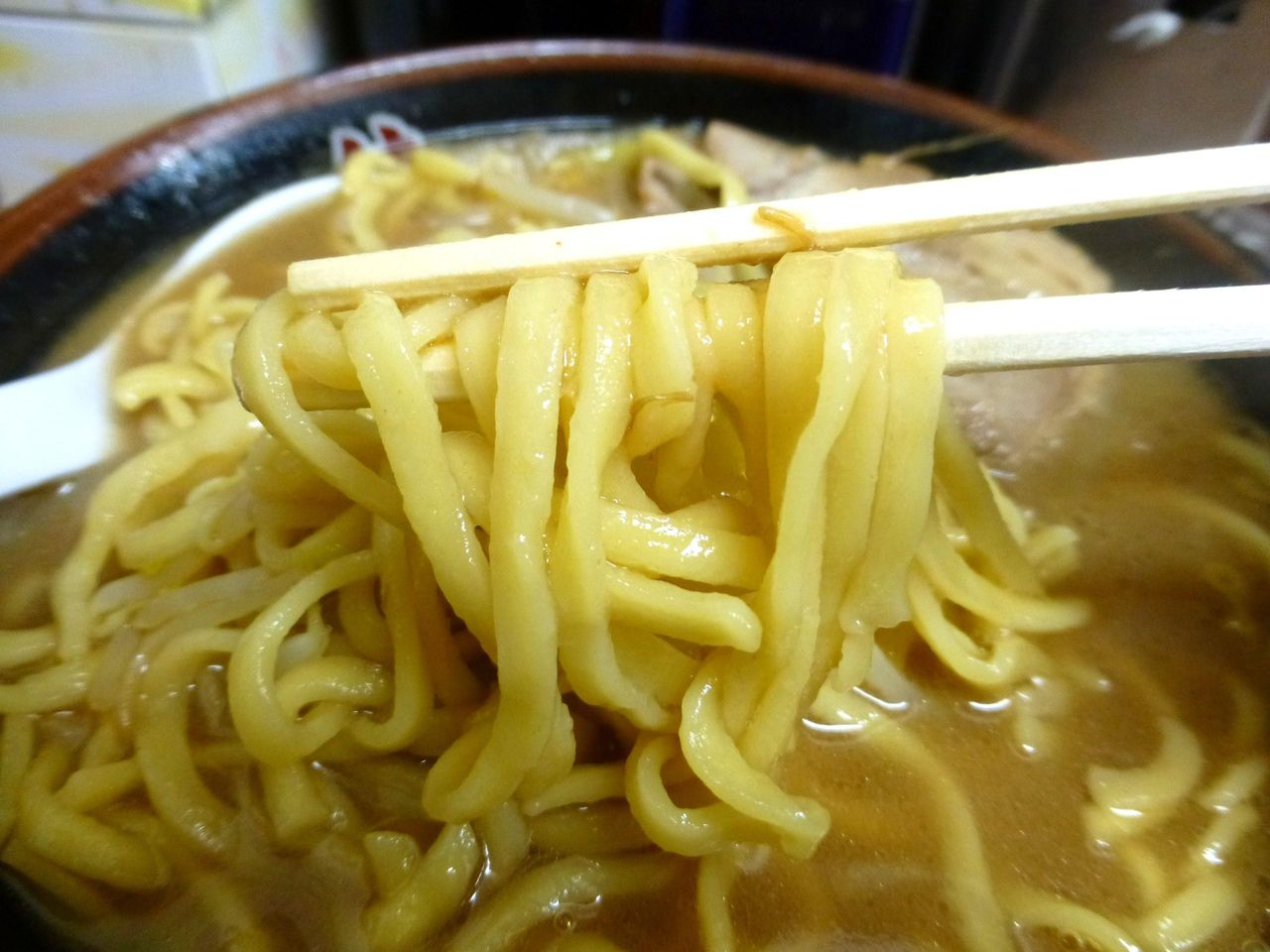 麺は割箸より細い中太麺で、あまり特徴はありません!