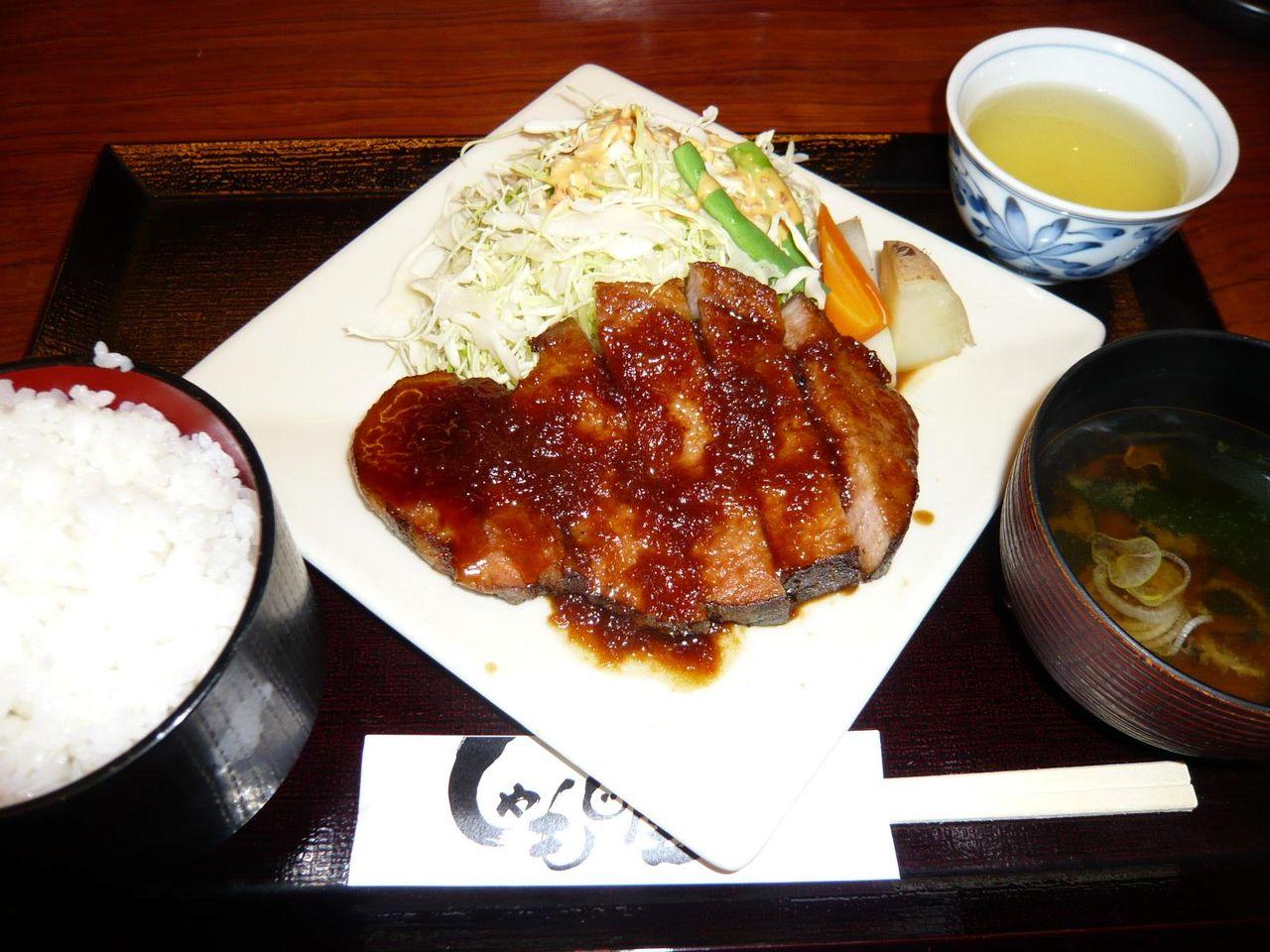 豚テキ定食(200グラム)980円・・・大盛はサービスです!