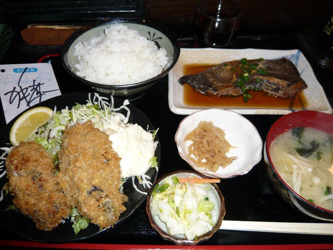 カキフライ、煮魚定食980円