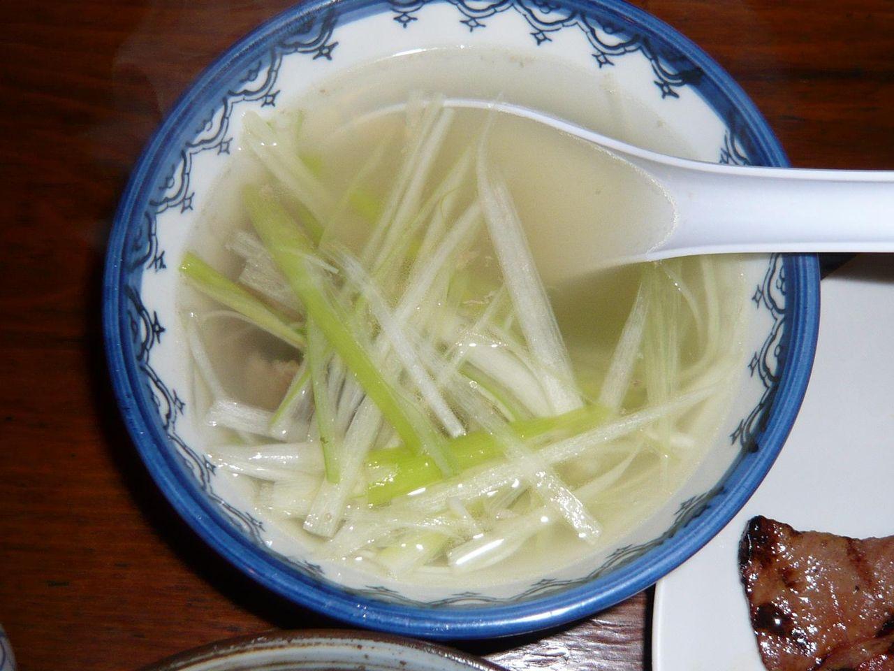 テールスープは、極薄味だけど旨味がよく出ています。