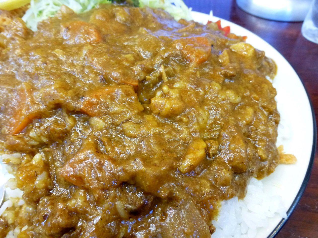 カレーは、野菜を煮込んで粘度が高く、ほど良い辛さ!