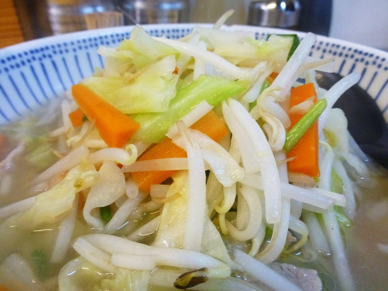 色鮮やかな野菜が山盛りで、見た目も食欲をそそります!