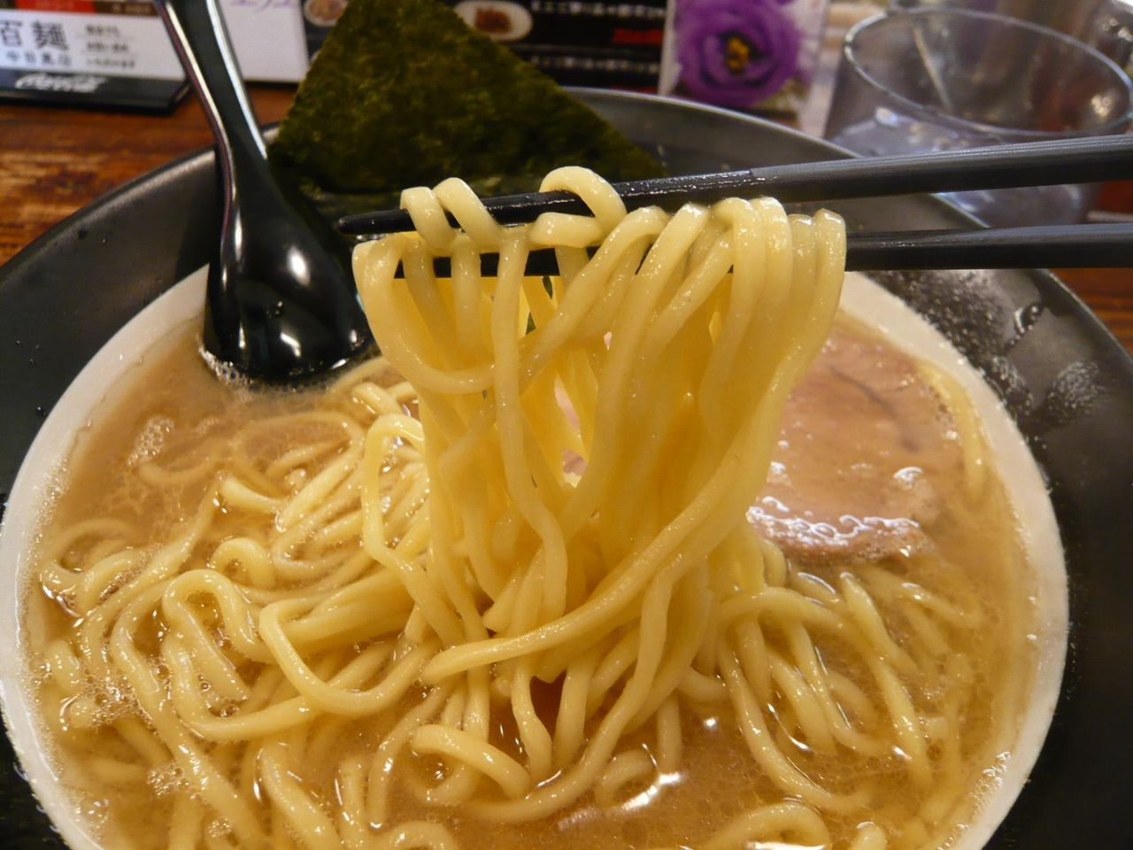 もっちりツルツルの中太麺!