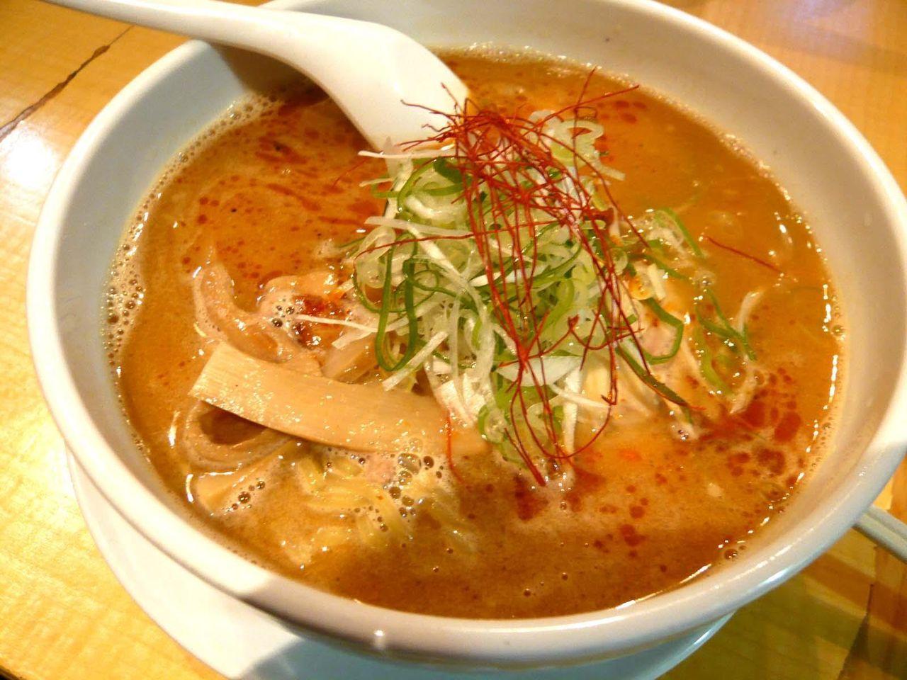 パンチの効いたピリ辛スープが旨い!辛味噌らーめん850円