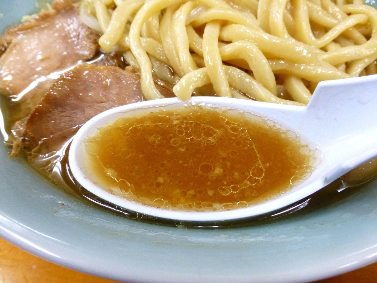 脂分多めのスープは、しょっぱくなく、マイルドで好みのタイプ!