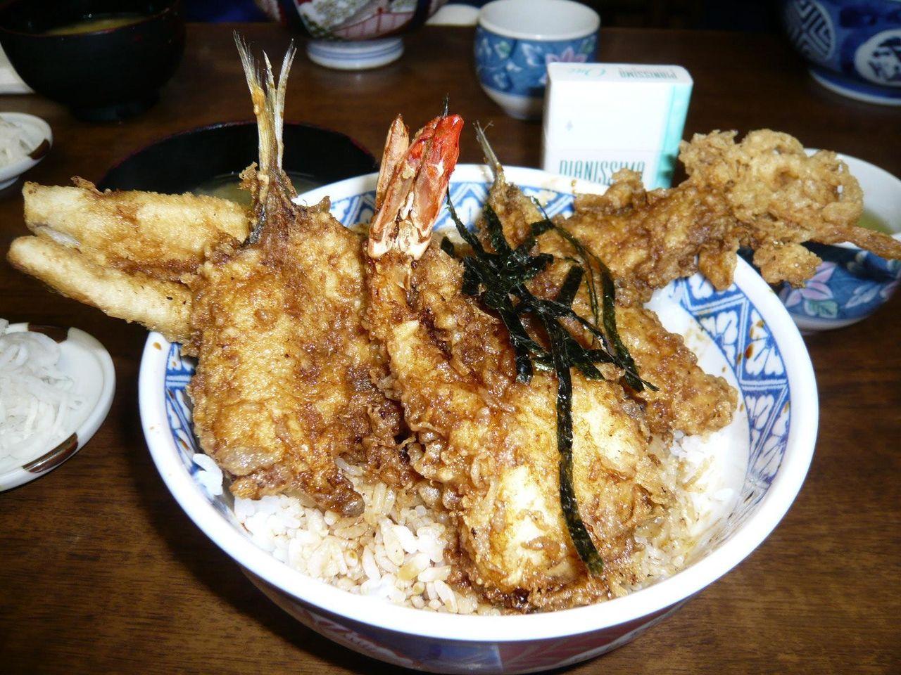 天丼800円は、海老、穴子、キス、アジの豪華4点盛り!