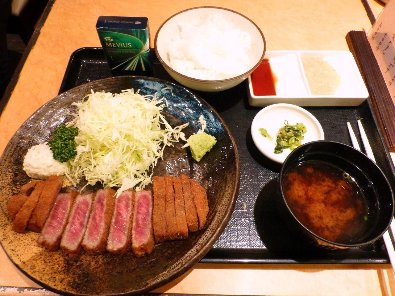 牛かつ麦飯セット1,200円(ご飯おかわり1杯無料)