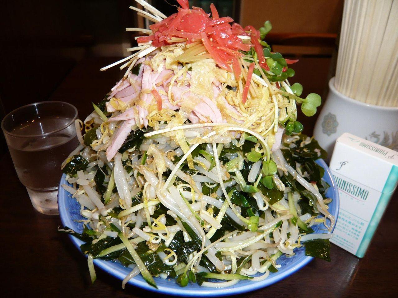 八丁堀の超高層野菜タワー・・・冷やし中華大盛930円