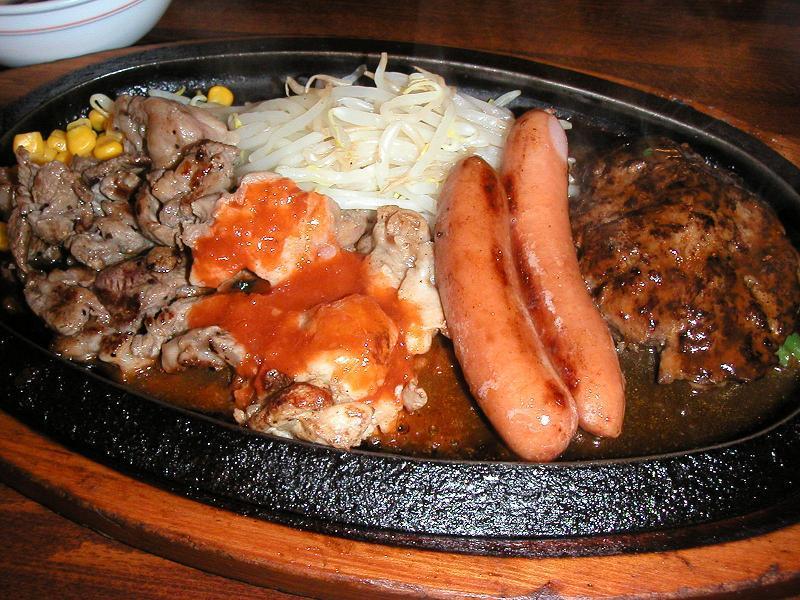 にぎやか祭りは、サラダ、スープ、ライス(お代り可)が付いて、895円とは・・・安すぎる!
