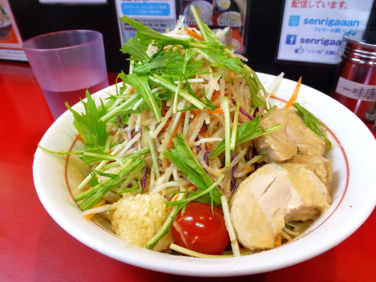 冷やし中華830円(野菜少し、ニンニク)
