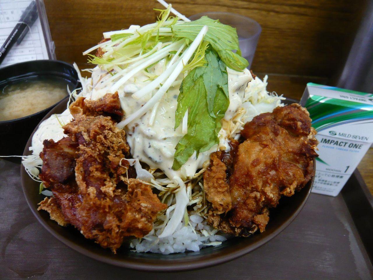 吉祥寺どんぶりのタルタル唐揚げ丼(並)690円