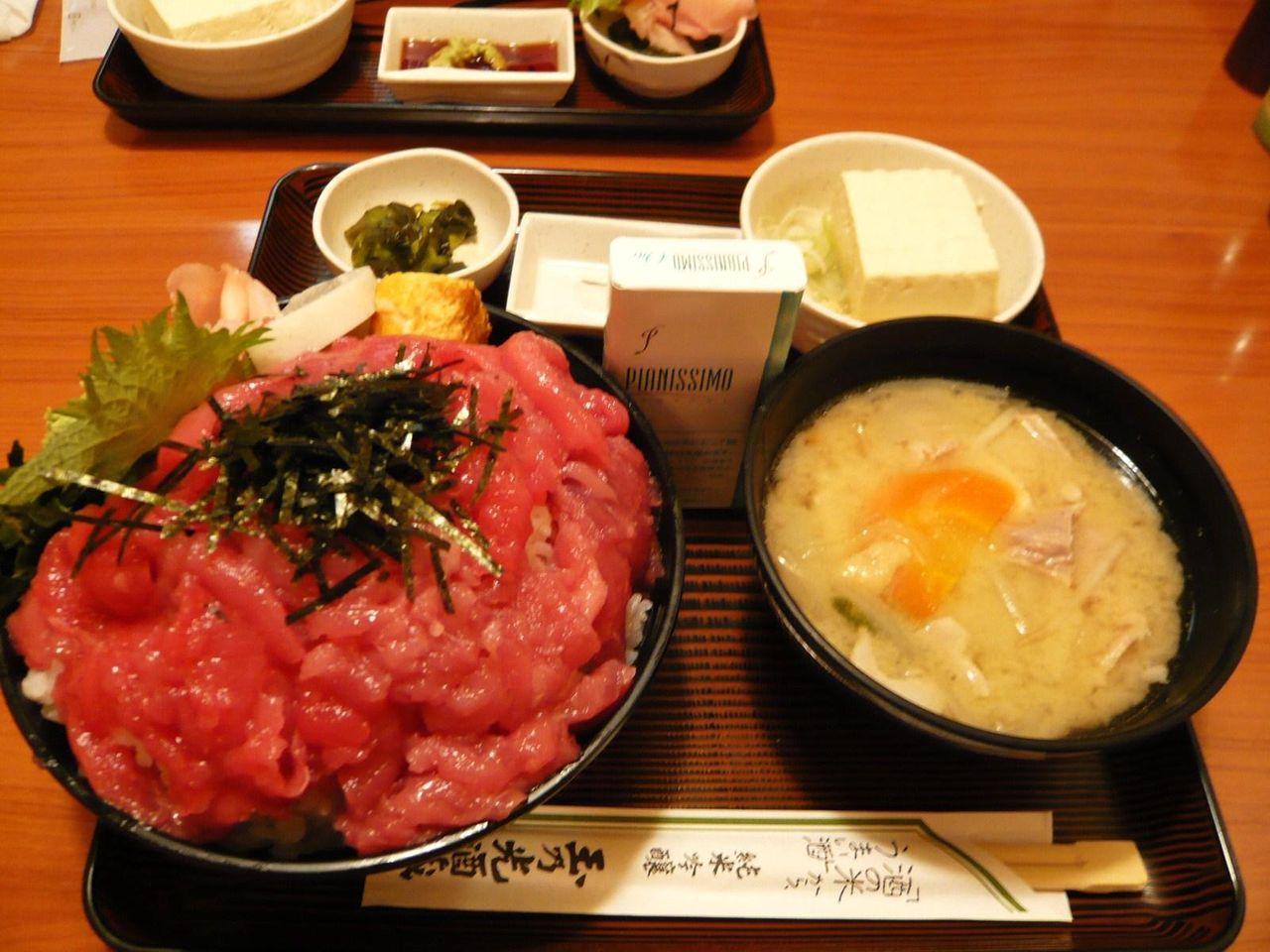 鉄火丼と豚汁セット(ライス、豚汁おかわり無料)880円
