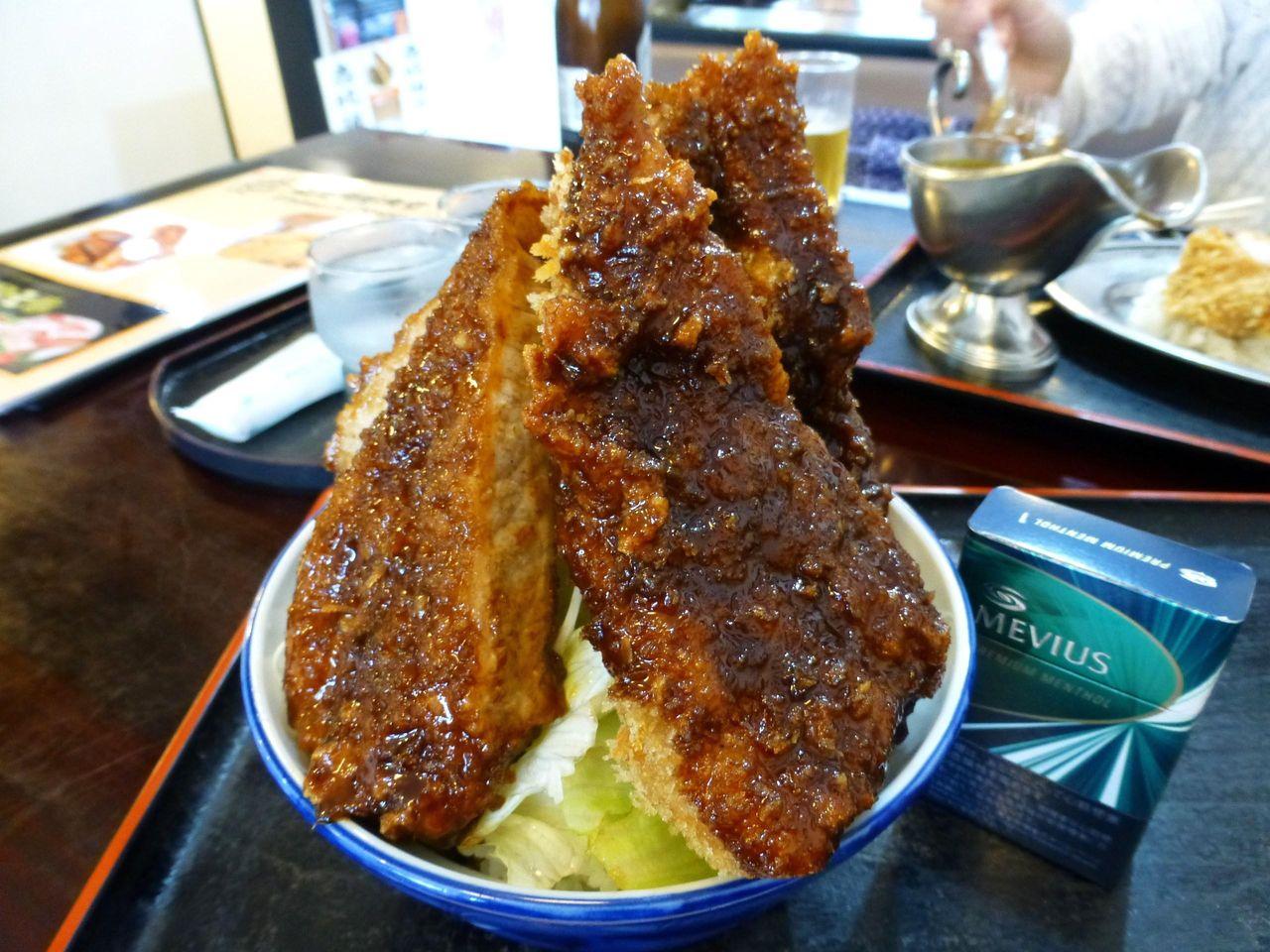 東松山の恵比須屋食堂で、超高層タワーソースカツ丼!